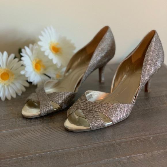 Bandolino Shoes - Bandolino metallic pump.